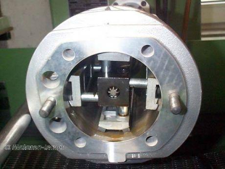 Zylinderbearbeitung (Gußzylinder) ohne Kolben mit VA-Rohren